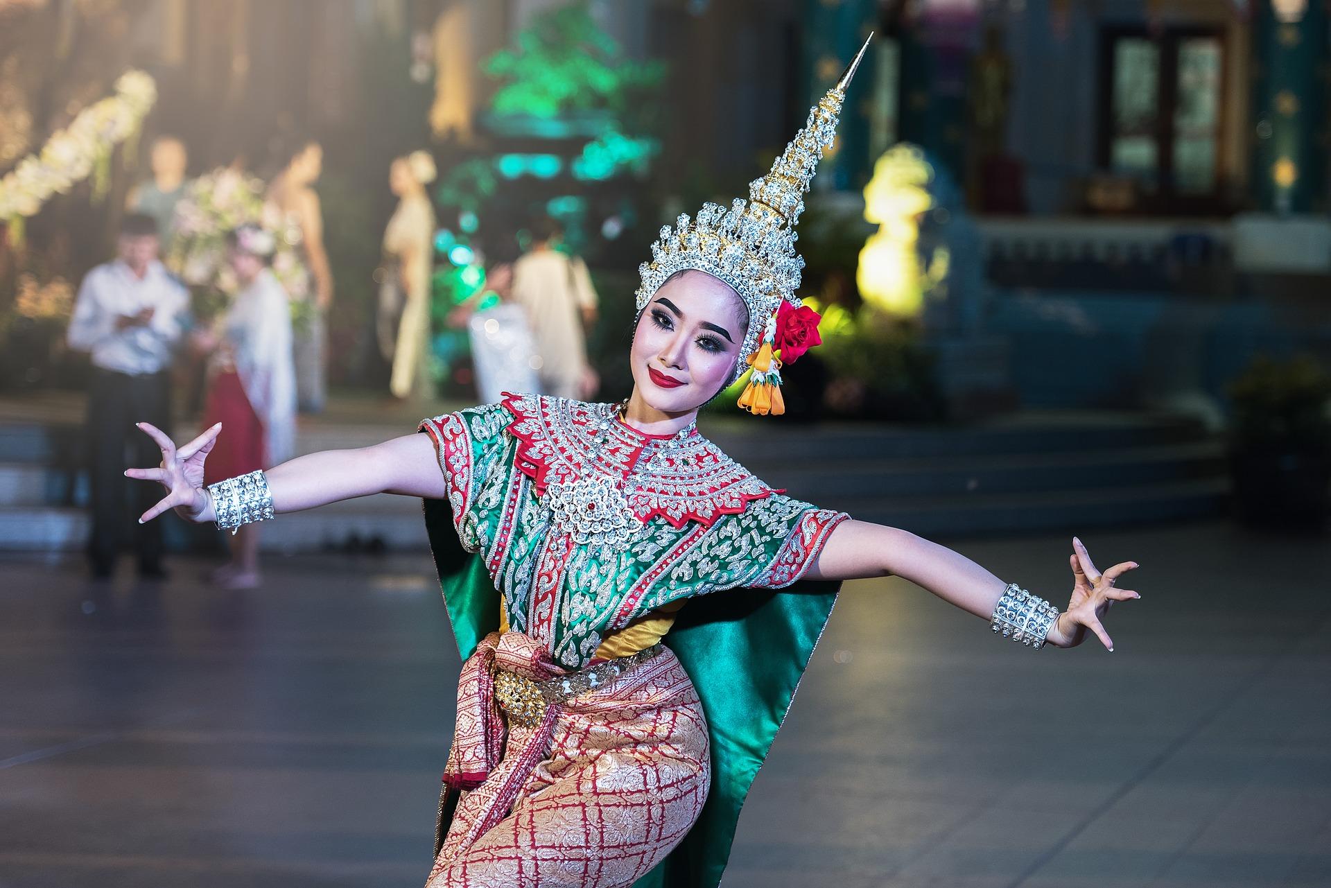 dancer-1807516_1920